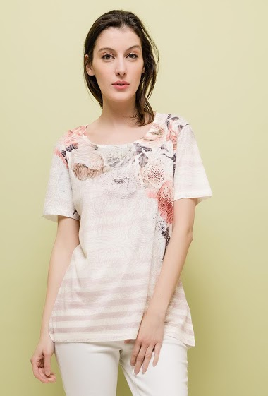 Short sleeve t-shirt, strass. The model measures 178cm and wears M/L. Length:65cm