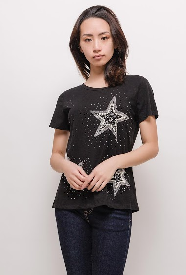 T-shirt with strass, short sleeves. The model measures 170cm and wears M/L. Length:60cm