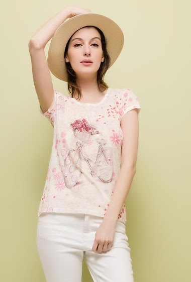 Short sleeve t-shirt, strass. The model measures 178cm and wears M. Length:60cm