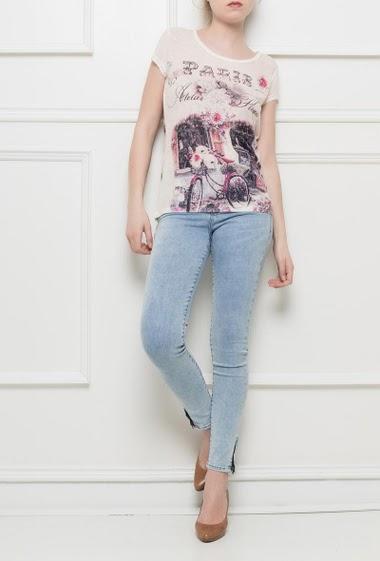 T-shirt imprimé à manches courtes, dos avec dentelle, impression ornée de strass