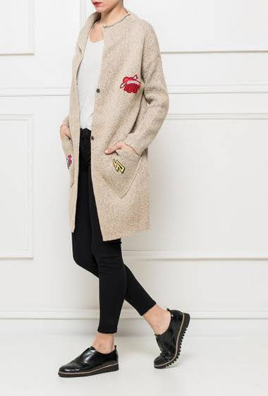 Knit long cardigan, closure with press studs, embroidered patches