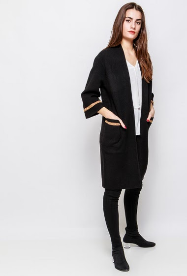 Long knitted cardigan, open front, pockets, decorative studs. The model measures 172cm and wears S/M