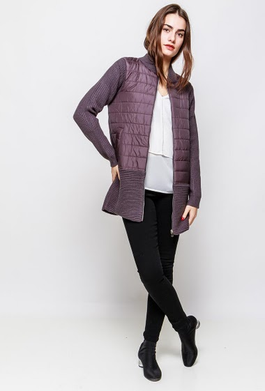 Knitted jacket with quilted yoke, zip closure, regular fit. The model measures 172cm and wears S