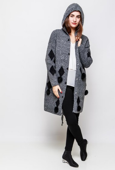 Long cardigan, hood, thick knit, pockets, fur pompons, pockets, regular fit. The model measures 172cm and wears S/M