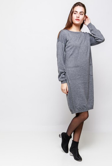 Dress with pockets, loose fit. The model measures 172cm and wears S/M