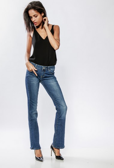 Faded flared jeans. The model measures 177cm and wears M/38