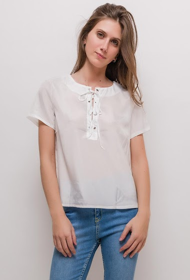 Short sleeve blouse. The model measures 170cm and wears S/M. Length:55cm