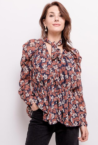 Knot blouse, pprinted flowers. The model measures 175cm and wears M/L. Length:73cm