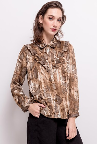 Shirt with ruffles. The model measures 177cm and wears M/L. Length:63cm