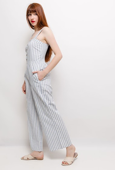 Strappy jumpsuit, button front. The model measures 174cm and wears S/M. Length:145cm