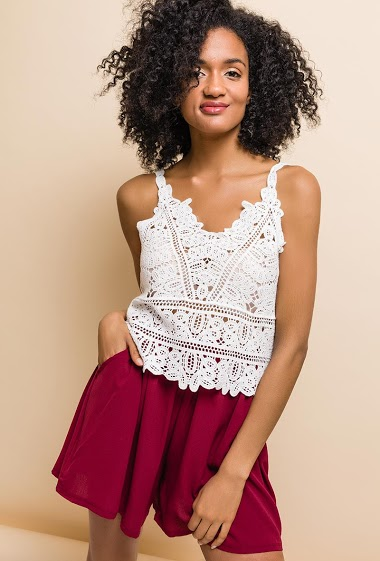 Crochet bohemian tank top. The model measures 177cm, one size corresponds to 10/12(UK) 38/40(FR). Length:50cm