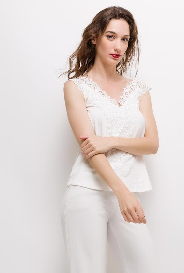 Tank top with lace/ The model measures 177cm and wears S/M. Length:60cm