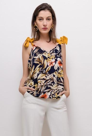 Débardeur à bretelles nouées, fleurs imprimées. La mannequin mesure 178cm et porte du S/M. Longueur:78cm