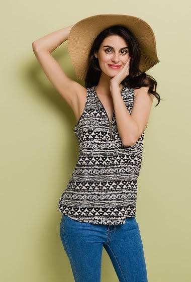 Tank top with zip V neck. The model measures 176cm and wears M/L. Length:65cm