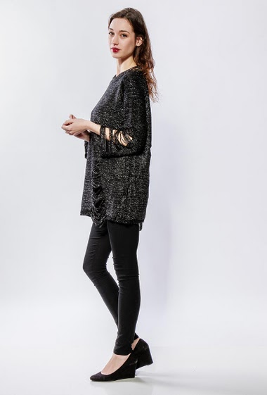 Ripped knit sweater with lurex. The model measures 177cm, one size corresponds to 38-40
