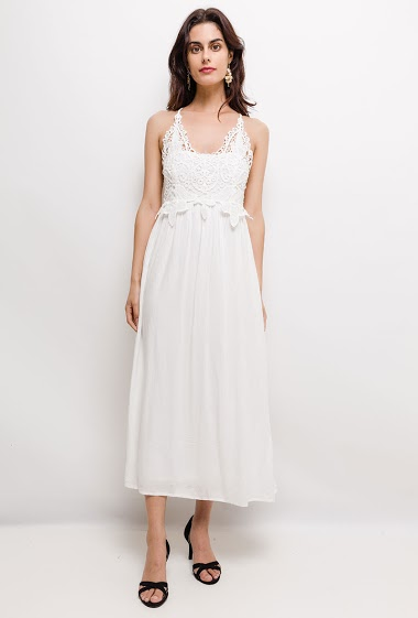 Midi sleeveless dress, lace detail. The model measures 176cm, one size corresponds to 10/12(UK) 38/40(FR). Length:125cm