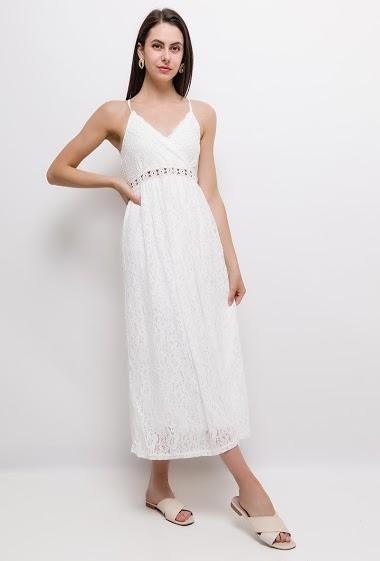 Maxi dress in lace, straps. The model measures 175cm and wears M/L. Length:130cm