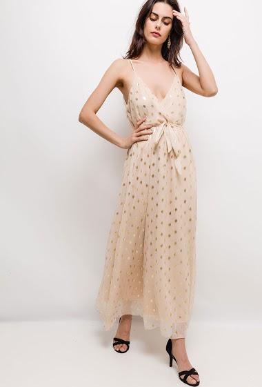 Robe cache-cœur à bretelles, imprimé doré. La mannequin mesure 176cm et porte du S/M. Longueur:140cm