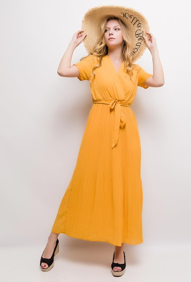 Robe cache-cœur à manches courtes. La mannequin mesure 170cm et porte du S/M. Longueur:135cm