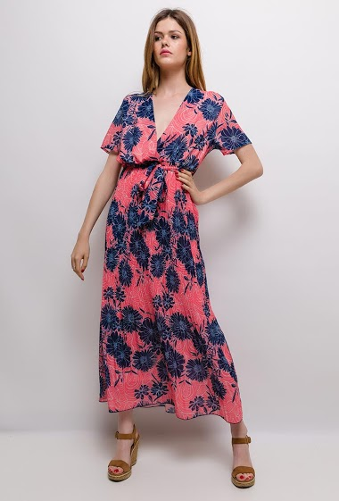 Robe cache-cœur, fleurs imprimées, manches courtes. La mannequin mesure 171cm et porte du M/L. Longueur:132cm