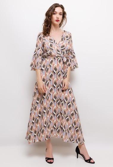 Robe cache-cœur imprimée. La mannequin mesure 177cm et porte du S/M. Longueur:135cm