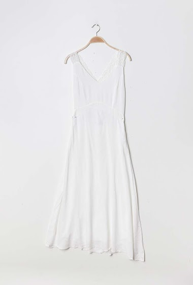 Sleeveless light dress, lace detail. The model measures 178cm and wears S/M. Length:120cm