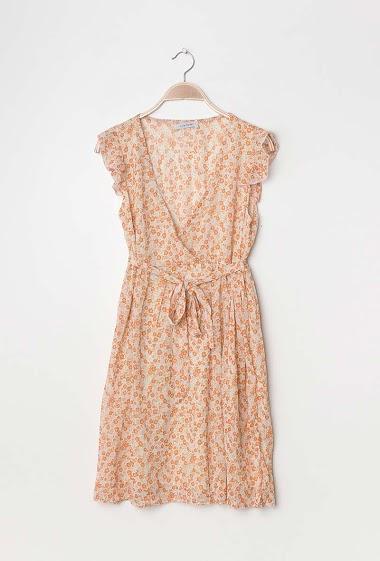 Wrap dress, printed flowers. The model measures 177cm