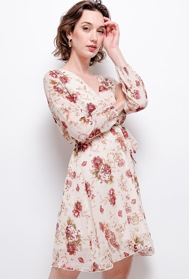 Flower print dress. The model measures 177 cm