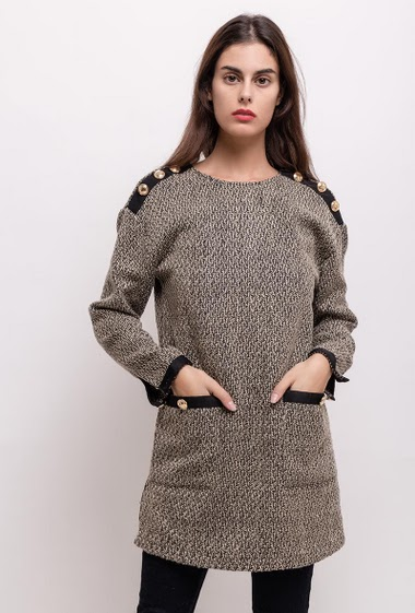 Tunic with gold buttons. The model measures 176cm and wears M/L. Length:80cm