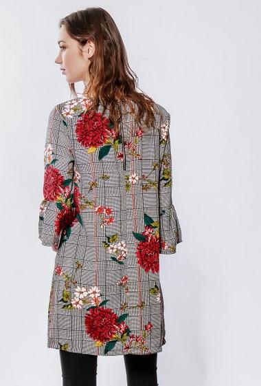 Tunique à carreaux, fleurs imprimées, coupe droite. La mannequin mesure 177cm et porte du S/M