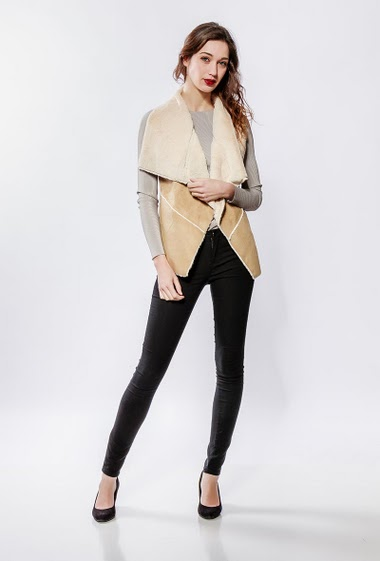Suede jacket, fur inner. The model measures 177cm and wears S/M