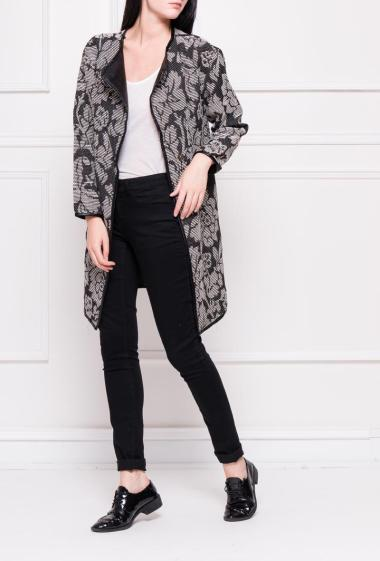 Buttoned jacket with collar in imitation leather, pockets on the sides