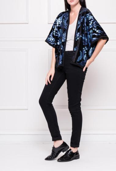 Velvet jacket decorated with sequins and short sleeves
