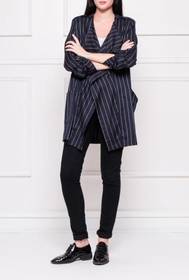 Jacket with oversize collar, roll-up sleeves, buttoned tab on the shoulders and shoulders pad