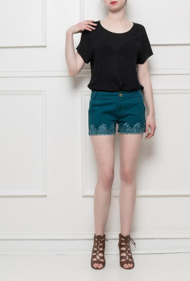 Mini shorts with appplied lace on the broder, pockets, stretch fabric
