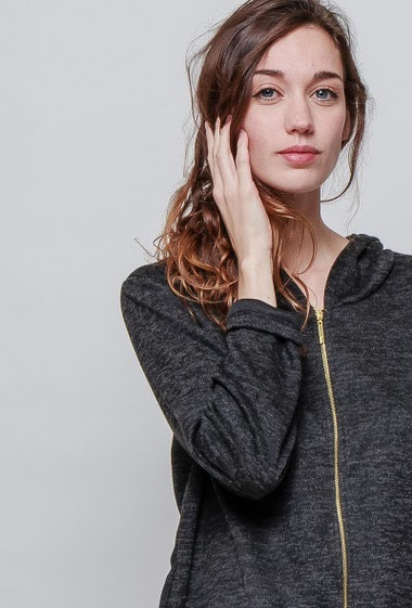 Casual sweatshirt, pockets, hood. The model measures 177cm, one size corresponds to 38-40