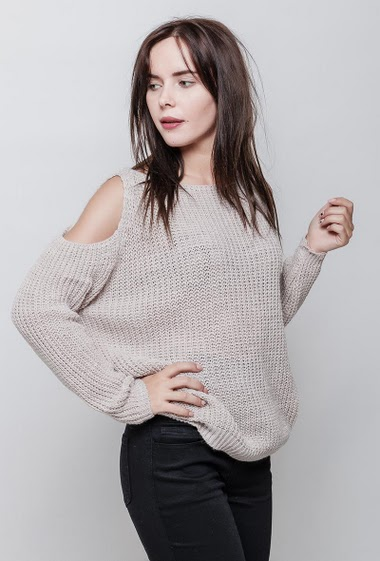 Cold shoulder sweater in knit, casual fit. The model measures 172cm, one size corresponds to 38-44