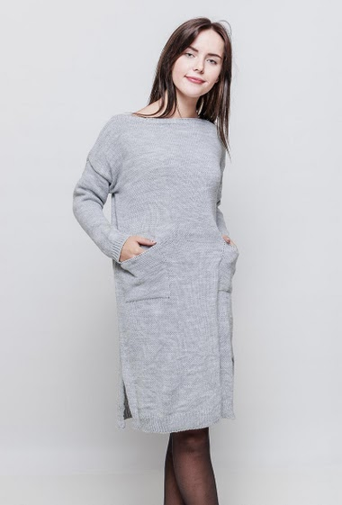 Knitted dress, pockets, long sleeves. The model measures 172cm, one size corresponds to 38-44