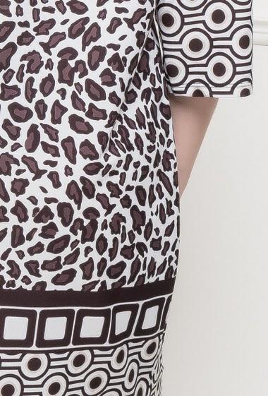Tunique ou robe à manches 3/4, imprimé léopard, bordure à motifs géométriques, col V - TU correspond à T40/44