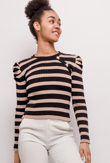 Sweater with puff sleeves, decorative buttons. The model measures 175cm and wears L/XL. Length:45cm