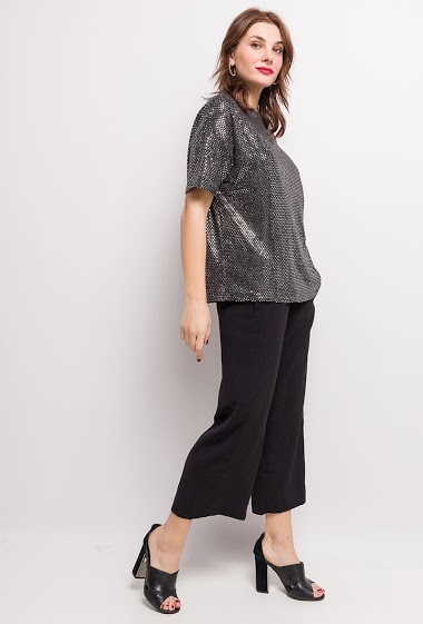 Party loose t-shirt. The model measures 175cm and wears S/M. Length:61cm