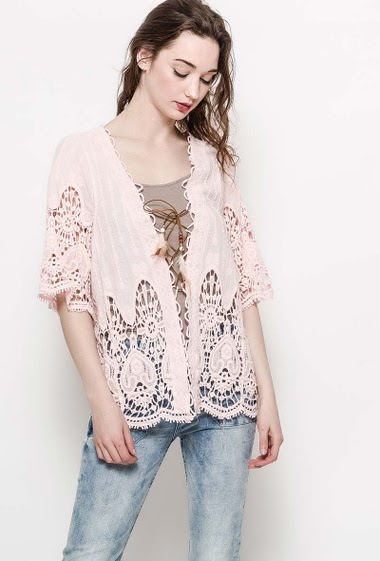 Cardigan with feathers, bohemian and hippie style. The model measures 177cm and wears S/M. Length:70cm