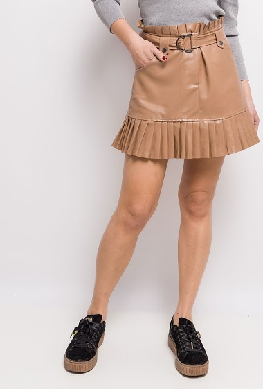 Skirt with belt, pleated waist. The model measures 175cm and wears S. Length:42cm