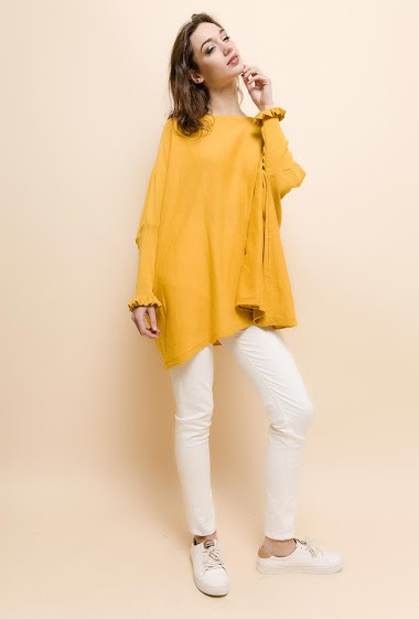 Oversize sweater, long sleeves, ruffles. The model measures 177cm, one size corresponds to 10/12/14(UK) 38/40/42(FR). Length:80cm