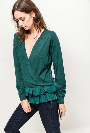Feminine sweater with frill hem. The model measures 177cm, one size corresponds to 10/12(UK) 38/40(FR). Length:60cm