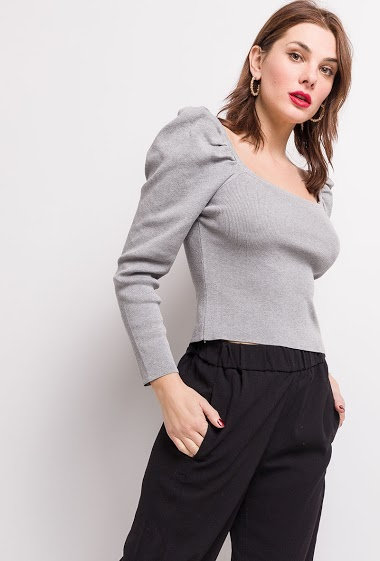 Sweater with puff sleeves. The model measures 175cm, one size corresponds to 10/12(UK) 38/40(FR). Length:44cm