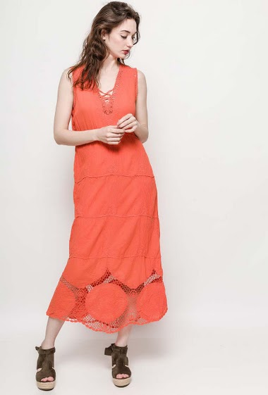 Sleeveless dress, lace yoke. The model measures 177cm and wears S/M. Length:130cm