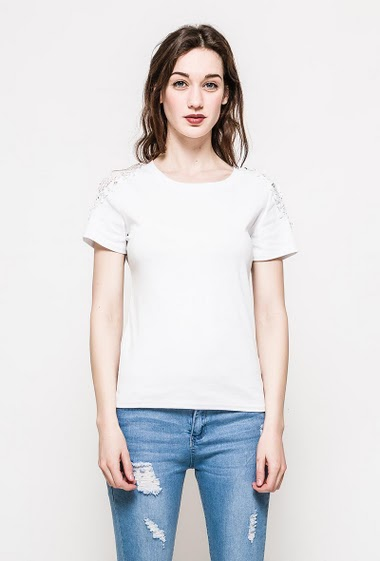 The model measures 177cm and wears S/M. Length:63cm