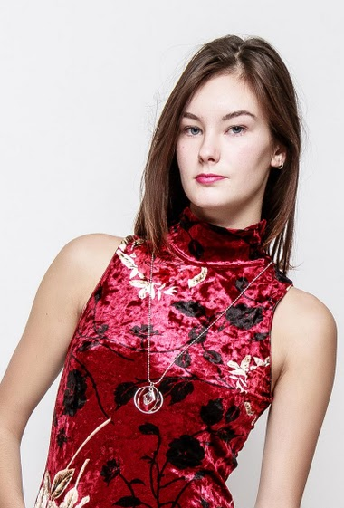 Tank top in printed velvet, flowers, necklace, funnel neck. The model measures 172cm, one size corresponds to 38-40