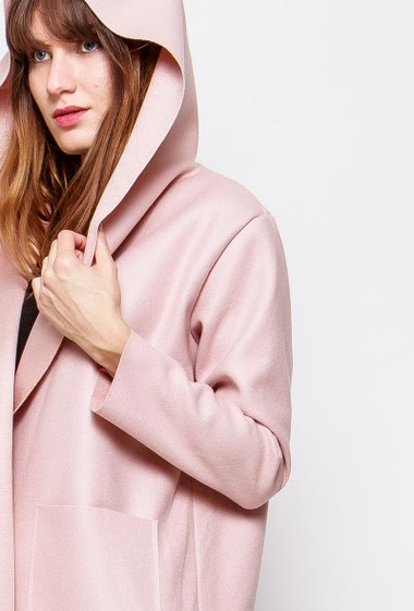 Open coat, pockets, long fit. The model measures 178cm, one size corresponds to 38-40